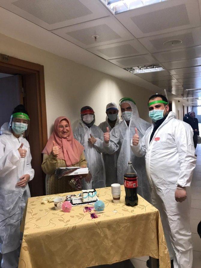 Konya'daki karantina yurdunda sürpriz doğum günü