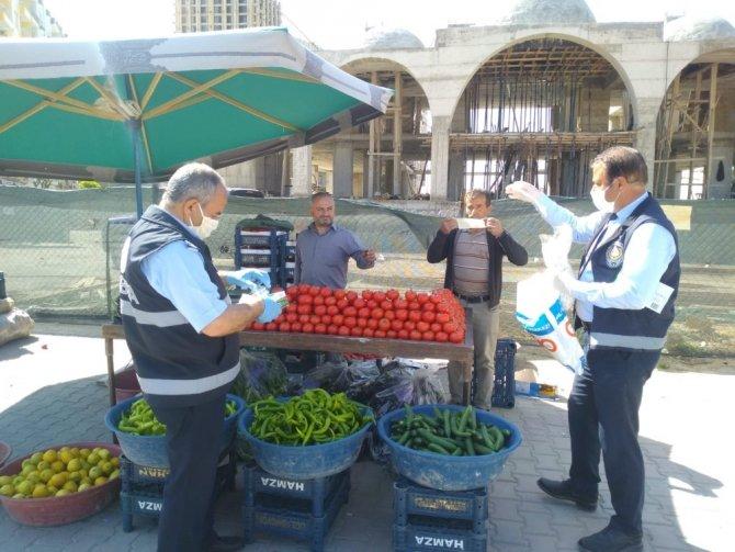 Kızıltepe'de pazar yerlerine el dezenfektanı aparatı konuldu