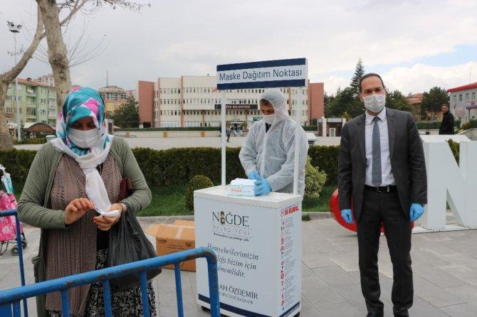 Niğde Belediyesi günlük 8 bin adet maske dağıtıyor