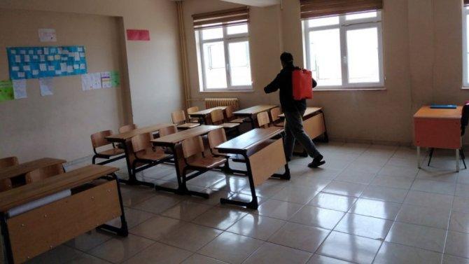 Altıntaş'ta okullar yeniden dezenfekte edildi