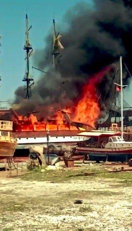 Antalya'da katamaran yangını