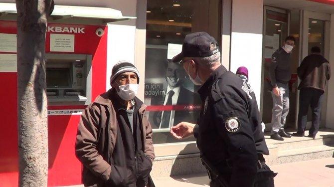 Banka önündeki sıra kavgasını polis bitirdi