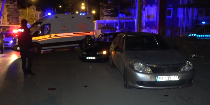 Ehliyetsiz ve alkollü sürücü park halindeki otomobile çarptı: 3 yaralı