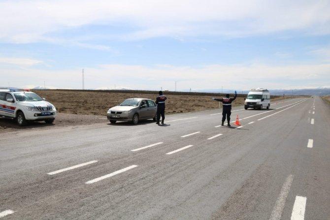 Kars'ta jandarmadan cep telefonu ve kırmızı ışık uygulaması