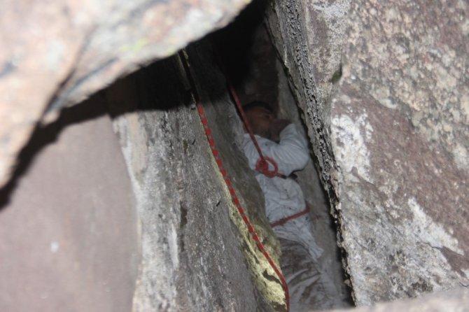Kayalıklarda 48 saat mahsur kaldı, sesini duyan çoban sayesinde kurtuldu