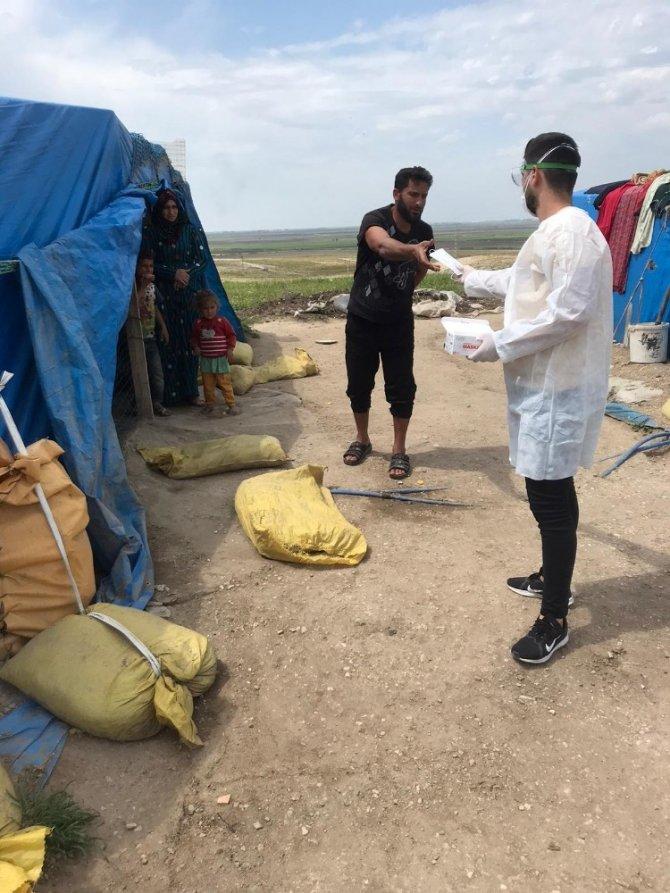 Vefa Sosyal Destek Grubu, çadır bölgesinde gıda kolisi dağıttı