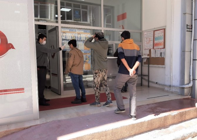 Sınırdan geçemeyen göçmenler Samsun'a getirildi