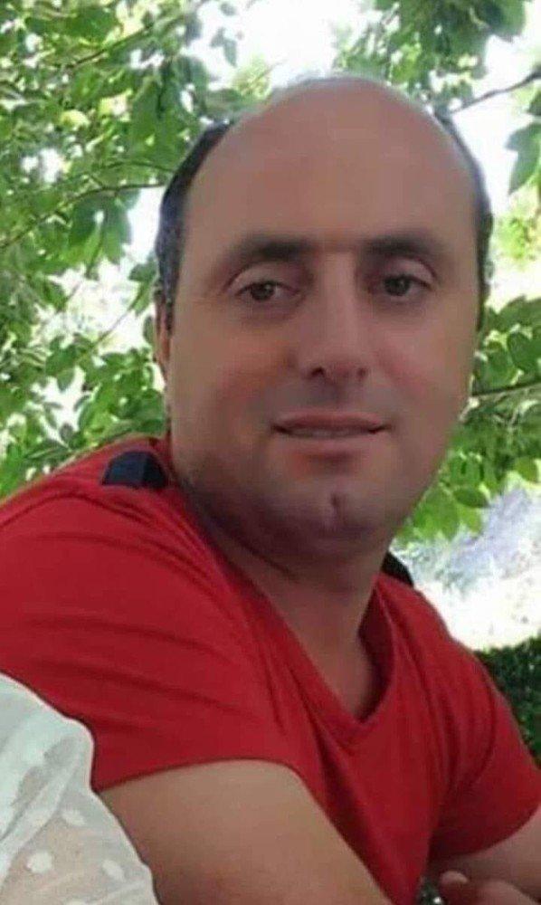 Yaklaşık 40 metrelik şarampole devrilen iş makinesinin sürücüsü hayatını kaybetti