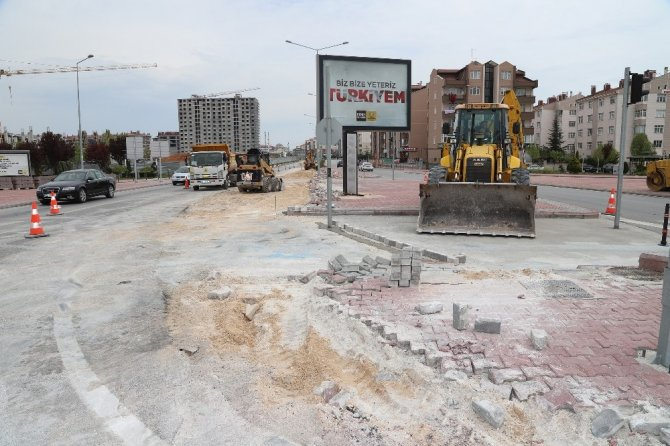 Konya Büyükşehir trafiği rahatlatmak için kavşaklarda düzenleme yapılıyor