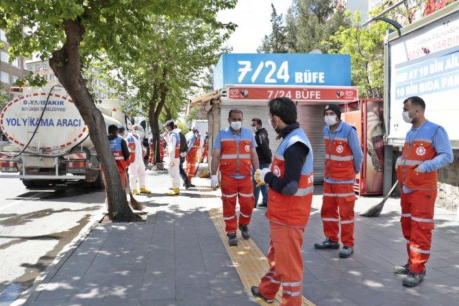 Diyarbakır'da yasağın 2'nci gününde cadde ve sokaklar bomboş
