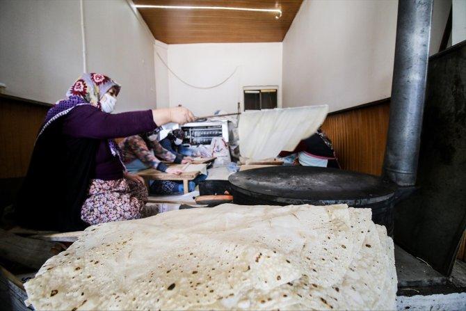 Konyalı aile ürettiği yufka ekmeğini Türkiye'nin dört bir yanına gönderiyor