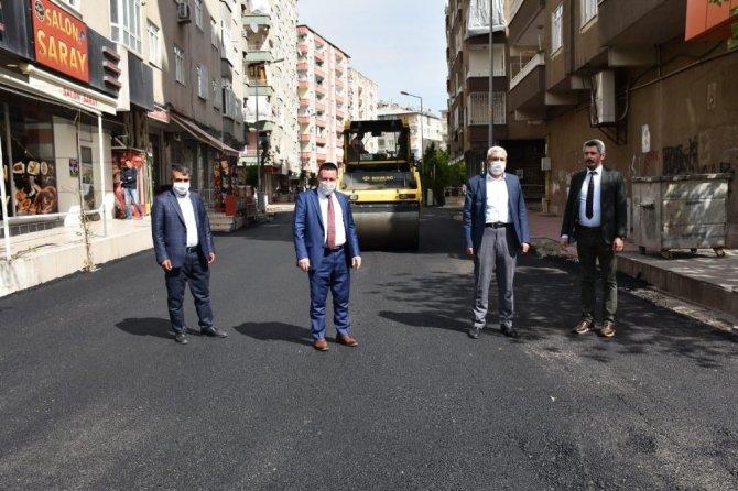 20 yıl sonra asfaltla tanışan mahalle sakinlerinden Başkan Beyoğlun'a pankartlı teşekkür