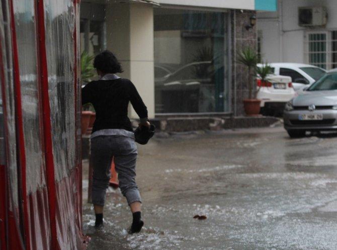 Antalya'da sağanak yağış