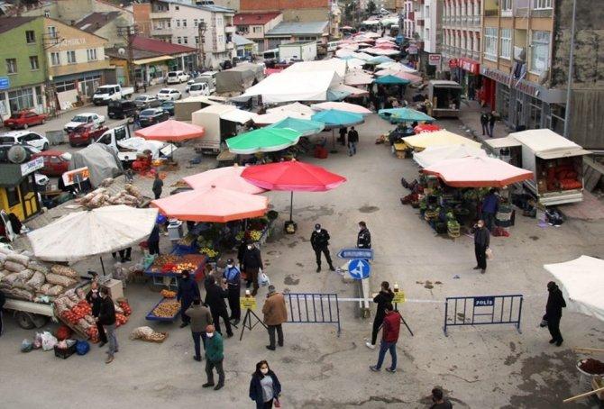 Başkan Pekmezci, halk pazarında incelemelerde bulundu