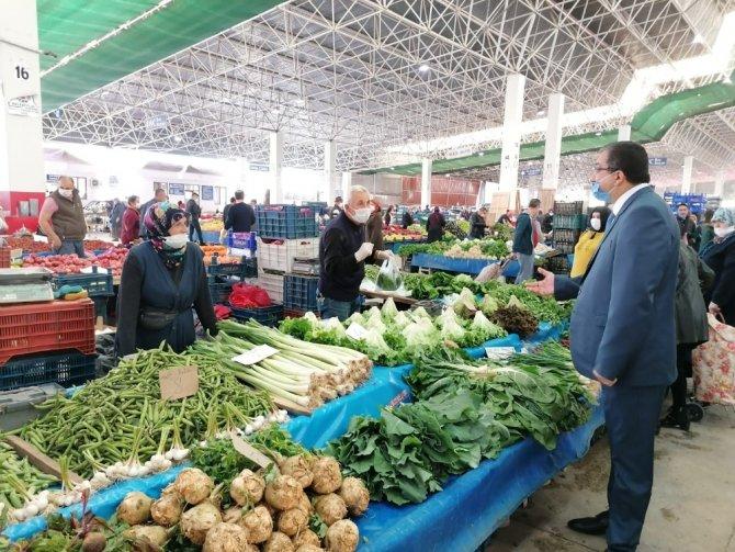 Çan Belediye Başkanı Öz, pazarda korona virüs tedbirlerini inceledi
