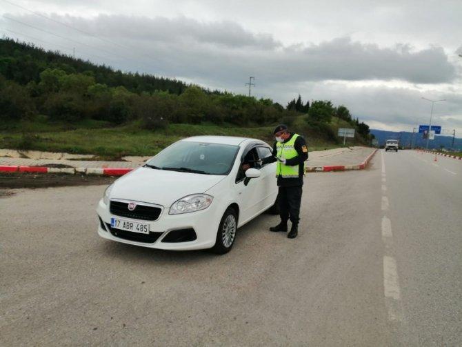 Çan'da trafik haftası nedeniyle jandarmadan sürücülere anlamlı broşür
