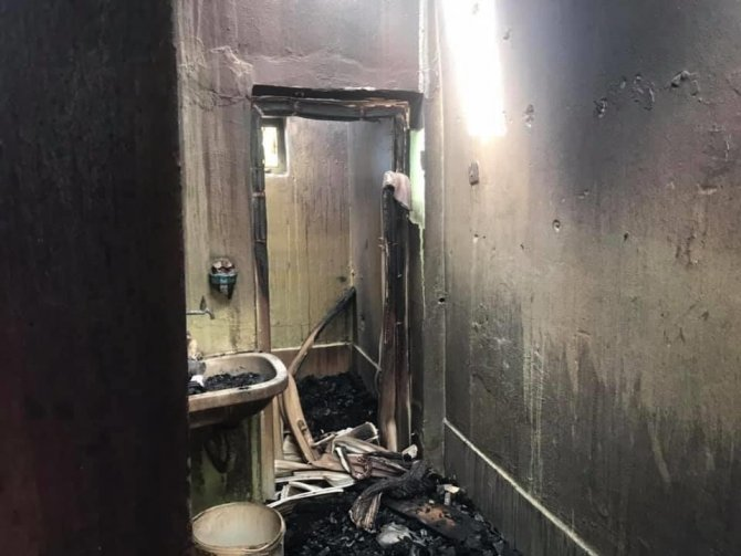 Çıkan yangında bir ev tamamen kül oldu