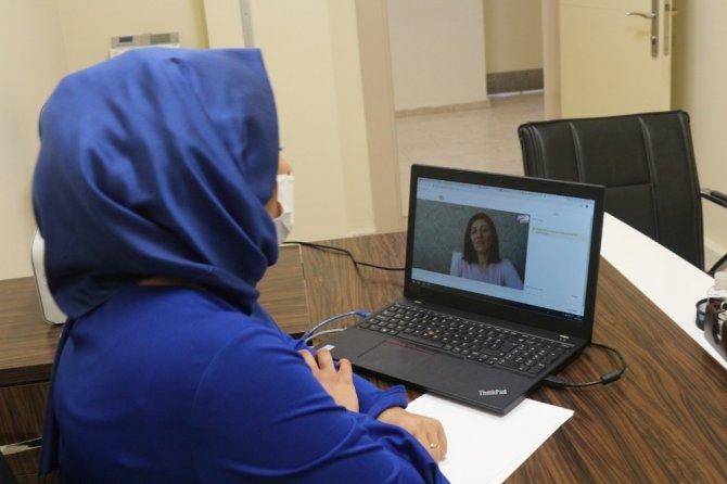 Evimizin sağlık elçileri projesi'ni telekonferans yoluyla sürüyor