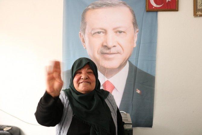 Behice teyze yardım değil Erdoğan'ın posterini istedi