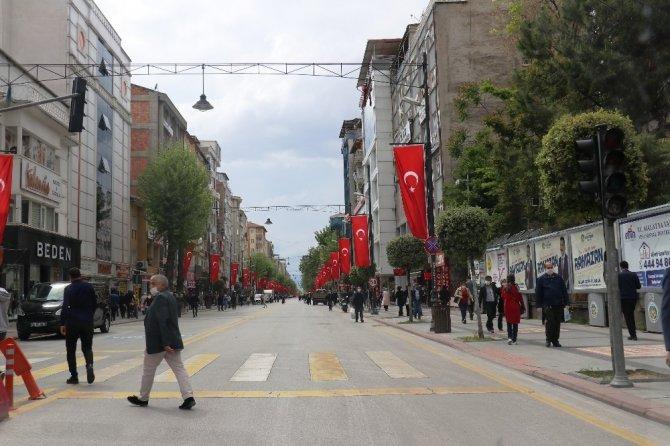 Üç günlük kısıtlama sonrası Malatya'da sokaklar hareketlendi