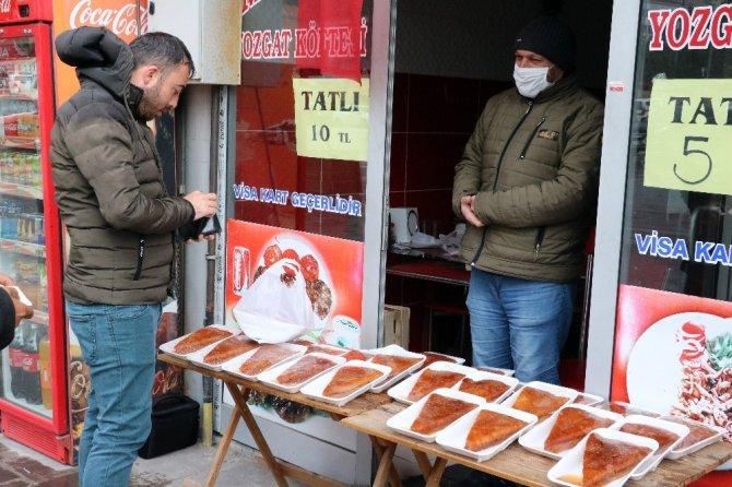 Yozgat'ta iftar sofralarının vazgeçilmez tatlısı 'ekmek kadayıfı'
