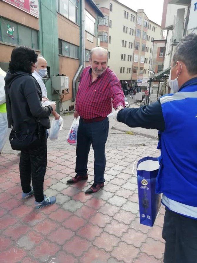 Safranbolu'da iki günde 5 bin maske dağıtıldı