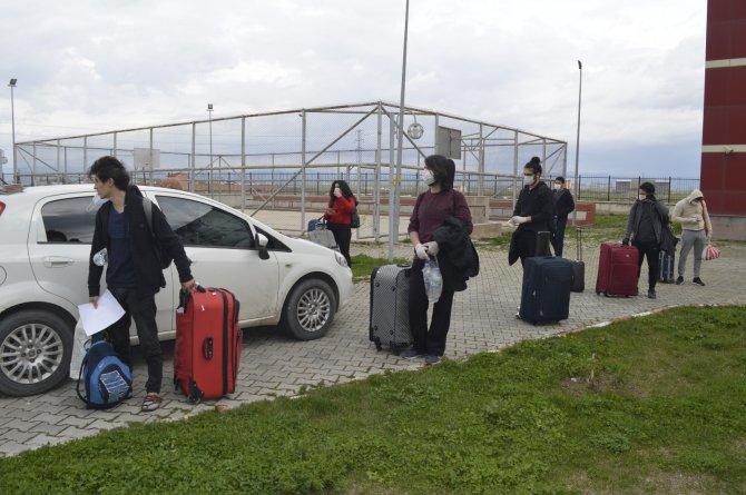 Ağrı'da karantina süreci tamamlanan 184 kişi memleketlerine uğurlandı