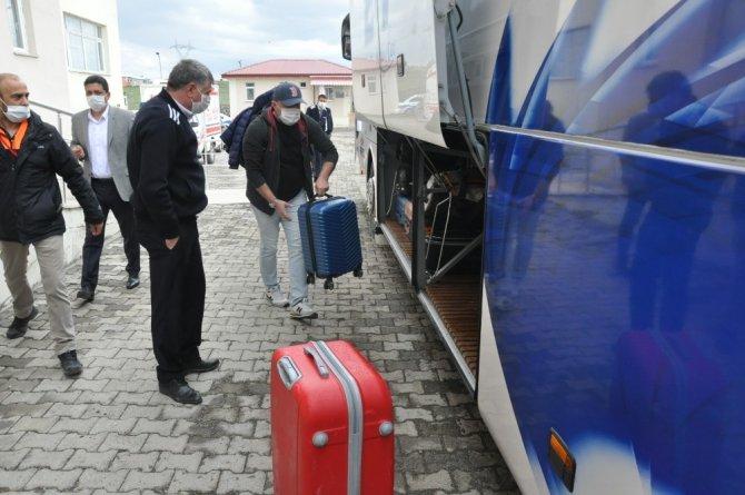 Kars'ta karantina süreleri dolan 103 kişi memleketlerine gönderildi