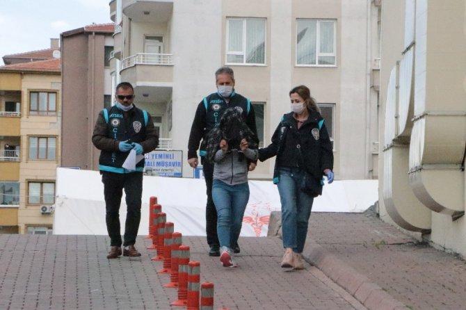 Polis cinayetin zanlısını yakalamak için şehirdeki S.K. isimli kadınlarla görüştü
