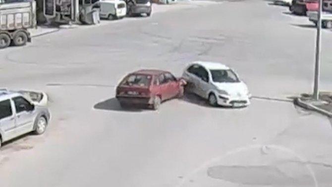 Aşırı hız ve dikkatsizlik kazalara davetiye çıkarttı