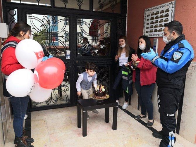 Torununun doğum gününü öğle bir kutladı ki