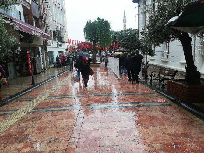 Üç günlük yasak sonrası Aydın'da sokaklar hareketlendi