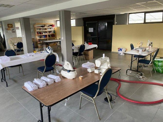 YTB desteğiyle Fransa'da vatandaşlar için maske üretiliyor