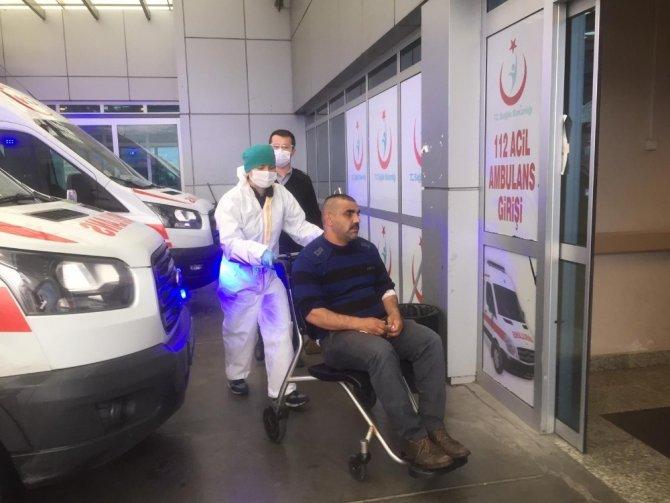 Otomobil ile hafifi ticari kamyonet kafa kafaya çarpıştı: 6 yaralı