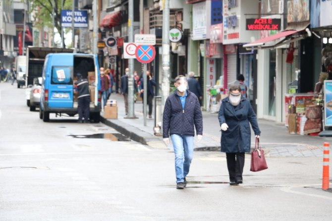 Kısıtlama sonrası cadde ve sokaklarda yoğunluk oluştu
