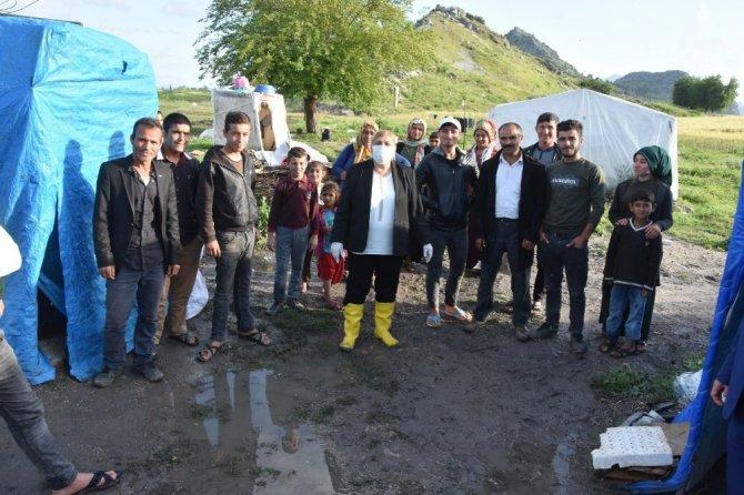 Tarım işçilerinin çadırlarını sel suları bastı