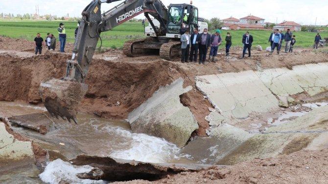 Aksaray'da sulama kanalı patladı, tarla ve evler sular altında kaldı