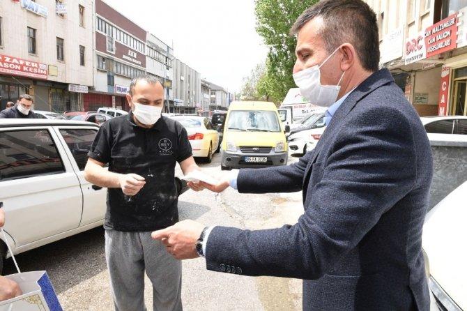 Başkent'te Siteler esnafına ücretsiz maske