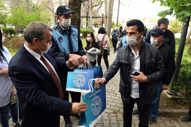 Büyükşehirden Ankaralılara ücretsiz maske dağıtımı