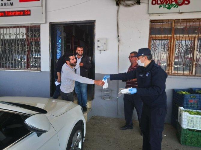 Çandır Hali'nde üreticiye ücretsiz maske dağıtıldı