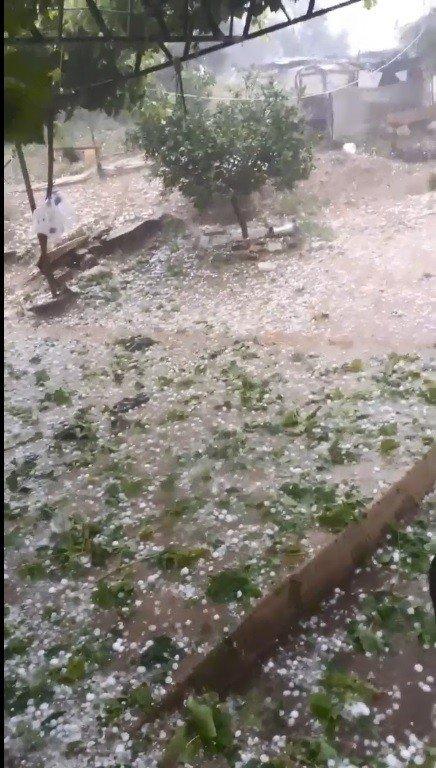 Antalya'ya ceviz büyüklüğünde dolu yağdı