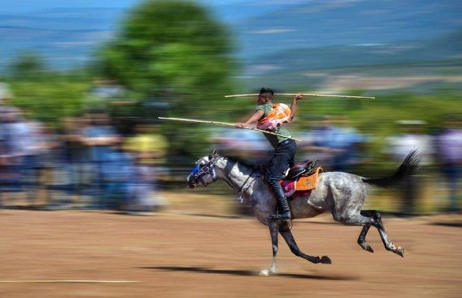 Cirit atları özenle hazırlanıyor