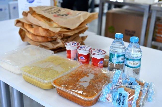 Beylikdüzü'nde her gün 2 bin kişilik sıcak yemek