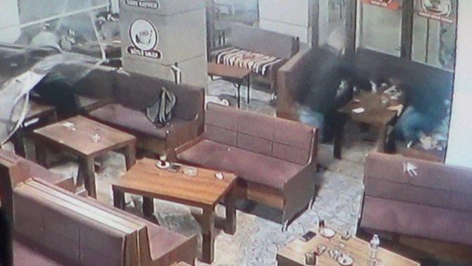 Silahlı saldırı anı kamerada...Çay ocağı saldırısı zanlılarına müebbet