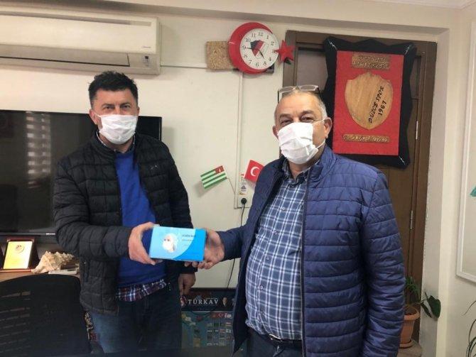 Spor kulüplerine maske dağıtıldı