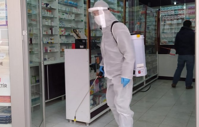 Hakkari'de eczaneler dezenfekte edildi