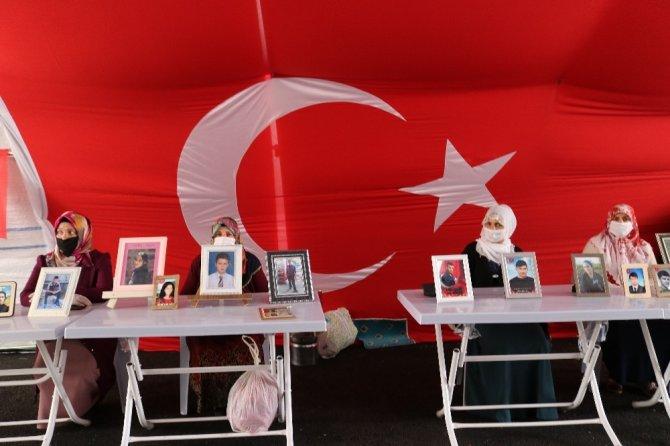 HDP önündeki ailelerin evlat nöbeti 246'ncı gününde