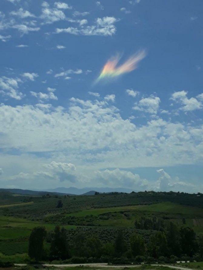 Gökyüzünde aniden ortaya çıkan gizemli ışık şaşırttı