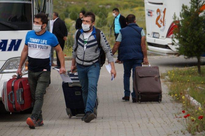 Irak'tan Batman'da getirilen 285 vatandaş, karantina süresinin dolmasının ardından evlerine uğurlandı