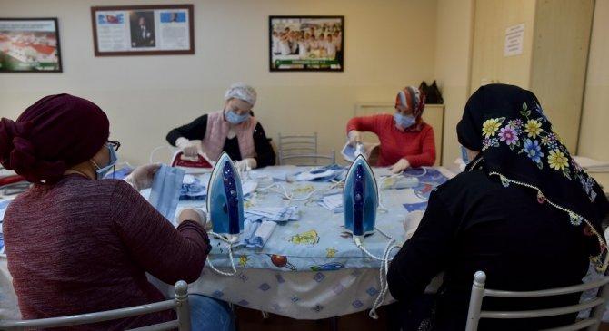 Belde Evi kadınları bugüne kadar 9 bin maske üretti